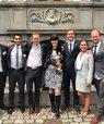 Club Munch Andersen foran Högsta Domstolen i Stockholm. Fra venstre mod højre: Marcus Jensen, Hany Dughaim, Jesper Lyngby Andersen, vejleder Inger Fogh, Oskar Rubin, Isabella Kjærgaard og Sigurd Velling